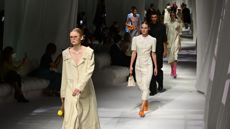 Le défilé de Fendi, collection printemps-été 2021, à la Fashion Week de Milan, le 23 septembre 2020; (MIGUEL MEDINA / AFP)