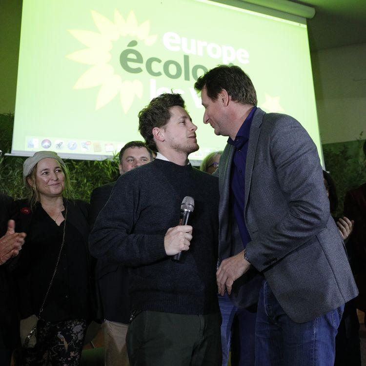 Le secrétaire national d'Europe Ecologie-Les Verts, Julien Bayou, et l'eurodéputé du même parti, Yannick Jadot, lors d'un congrès à Saint-Denis (Seine-Saint-Denis), le 30 novembre 2019. (GEOFFROY VAN DER HASSELT / AFP)