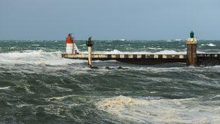 Des rafales balayent les plages des Landes, le 25 septembre 2020. (JEROME GILLES / NURPHOTO / AFP)