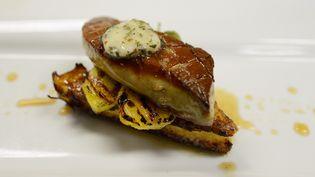 Un plat à base de foie gras dans un restaurant de Californie (Etats-Unis), le 29 juin 2012. (KEVORK DJANSEZIAN / GETTY IMAGES / AFP)