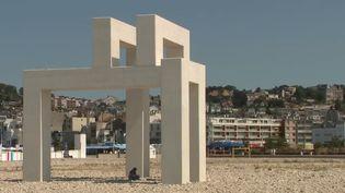 Sur les façades des immeubles ou en pleine nature, des œuvres d'art sont exposées dans toute la ville du Havre (Seine-Maritime). (FRANCE 2)