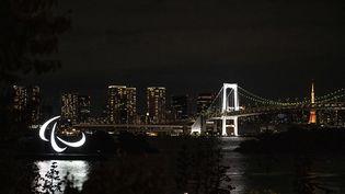 Le symbole des Jeux paralympiques à Tokyo, le 21 août 2021. (CHARLY TRIBALLEAU / AFP)