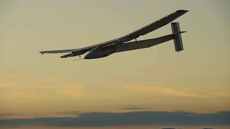 L'avion Solar Impulse 2 vole au-dessusde l'océan Atlantique, le 21 juin 2016. (SOLAR IMPULSE 2 / AFP)