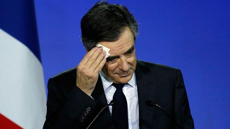 François Fillon, le 29 janvier 2017 lors de son meeting à Paris. (PASCAL ROSSIGNOL / REUTERS)