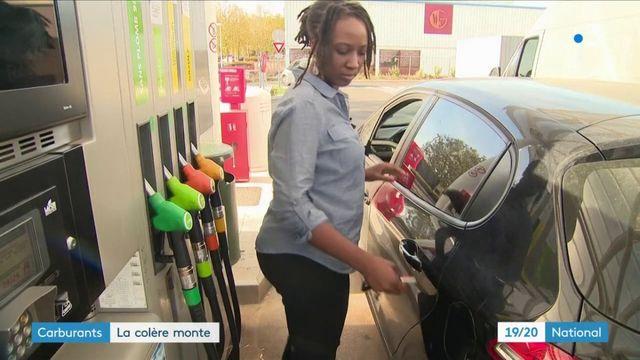 Carburants : la colère monte, un appel à bloquer les routes vient d'être lancé
