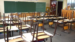 Une salle de classe de CM1 vide. Photo d'illustration. (VINCENT VOEGTLIN / MAXPPP)