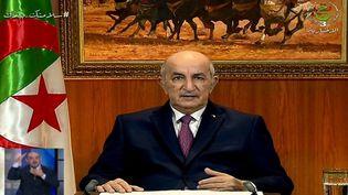 Leprésident algérien Abdelmadjid Tebbounependant son discours télévisé lors duquel il a appelé à la dissolution du Parlement et à des élections anticipées, le 18 février 2021 à Alger. (- / ALGERIE 3)