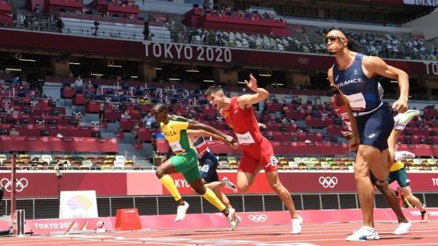 Pascal Martinot-Lagarde réalise son meilleur temps de la saison en 13'25''.Le Français termine 2e de sa série derrière le Jamaïcain Ronald Levy et file en finale du 110 m haies.