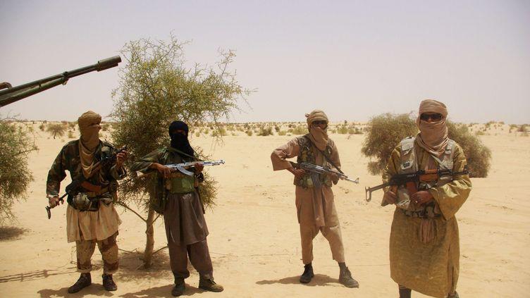 Jihadistes dans le désert près de Tombouctou (Mali) le 24 avril 2012 (STR/AP/SIPA / AP)