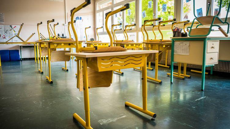 Désinfection de l'école primaire de Luxeuil-les-Bains (Haute-Saône) avant la reprise. 6 mai 2020. (JEAN-FRANÇOIS FERNANDEZ / RADIOFRANCE)