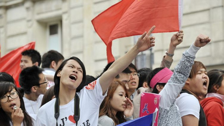 Manifestation de Chinois ou de personnes d'origine chinoise dans les rues de Belleville à Paris (20 juin 2010) (AFP/BERTRAND LANGLOIS)
