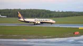 Le vol Ryanair à bord duquel se trouvait l'opposant biélorusse arrêté, le 23 mai 2021 à Vilnius (Lituanie). (PETRAS MALUKAS / AFP)