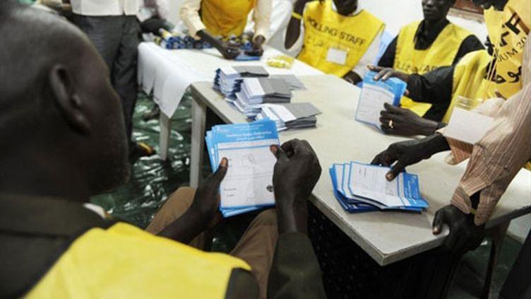 Dépouillement dans un bureau de vote au Sud-Soudan (16 janvier 2011) (AFP / Unmis (Mission de l'Onu au Soudan) / Paul Banks)