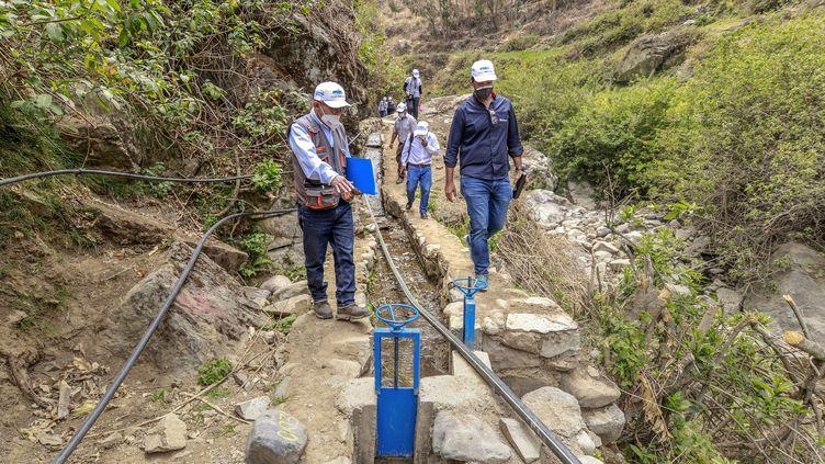 A San Pedro de Casta, près de Lima, une ONG réhabilite un réseau de canaux préhispaniques pour amener l'eau dans des villages (IVAN LAIZA / AQUAFONDO / AFP)