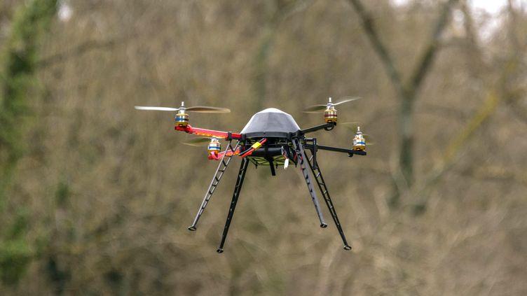Un drone du centre de formation Azur Drones de Saint-Rémy les Chevreuses (Yvelines). (BRUNO LEVESQUE / MAXPPP)