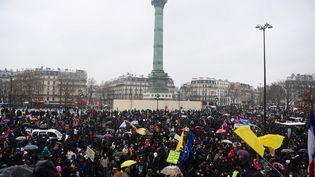 """Manifestation contre la proposition de loi sur la """"sécurité gloabale"""", place de la Bastille, à Paris, le 16 janvier 2021. (MARTIN BUREAU / AFP)"""