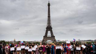 """Défilé de mannequins """"rondes""""dimanche 28 avril 2019 au Trocadéro, pour lutter contre les diktats de la mode (MARTIN BUREAU / AFP)"""