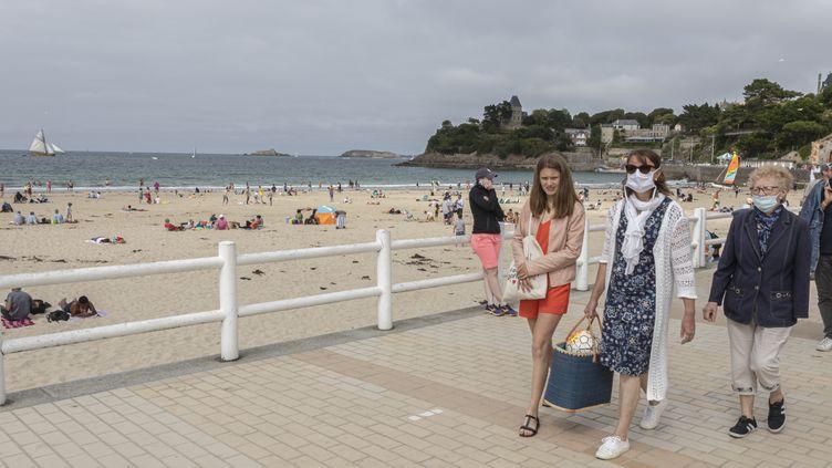 La plage de Dinard (Ile-et-Villaine), le 17 juillet 2020. (ANTOINE WDO / HANS LUCAS)