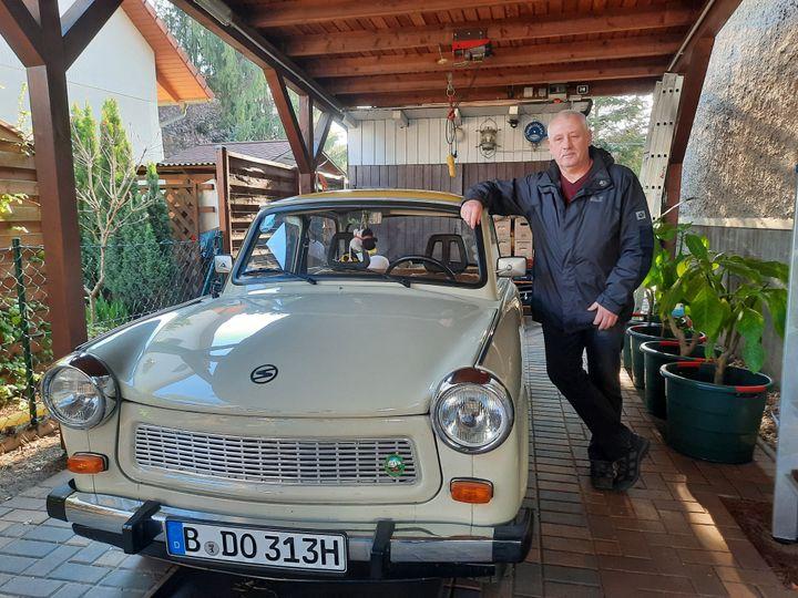 Hajo Koch possède deux Trabant. (LUDOVIC PIEDTENU / RADIO FRANCE)