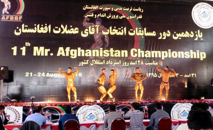 Sur le podium, uniquement des hommes. Les femmes, bienvenues dans les gradins, ne sont pas autorisées à concourir (Mélanie Kominek)