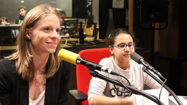 """L'escrimeuse Astrid Guyart a répondu aux questions d'élèves de CM2 lors d'un atelier """"La rédaction de franceinfo junior"""" à la Maison de la radio, en janvier. (FRANCEINFO JUNIOR / RADIO FRANCE)"""
