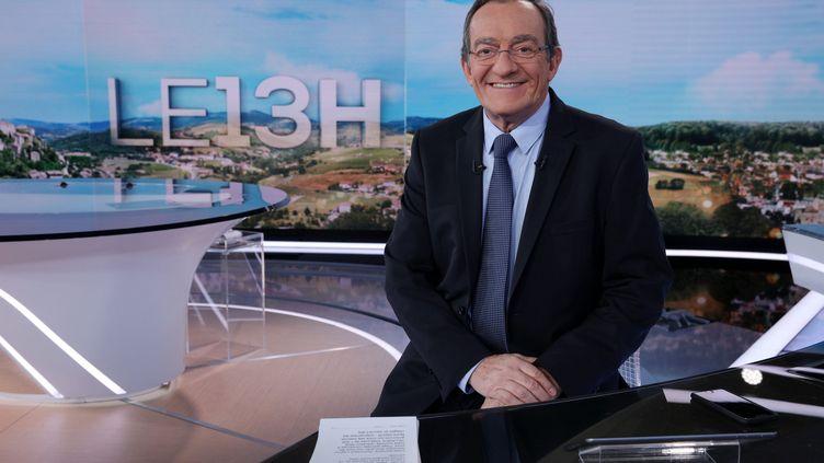 Jean-Pierre Pernaut dans le plateau du 13h de TF1, le 12 novembre 2018 (photo d'illustration). (OLIVIER LEJEUNE / MAXPPP)