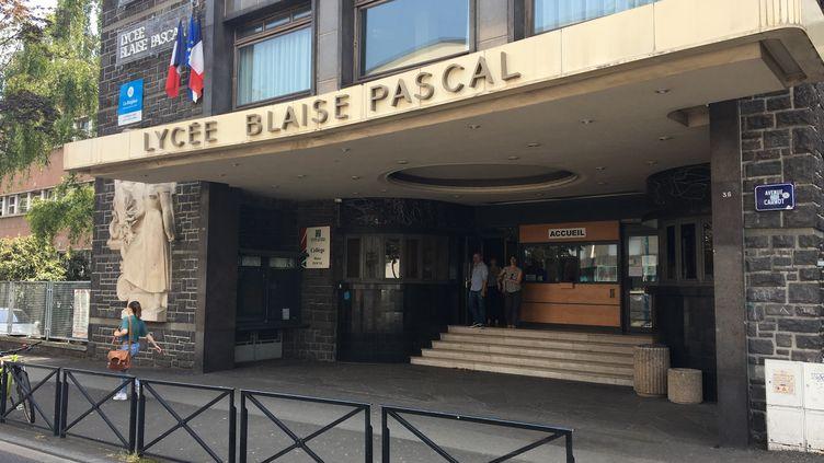 La façade du lycée Blaise Pascal à Clermont-Ferrand le 2 juillet 2019 (CLAUDIE HAMON / FRANCE BLEU PAYS D'AUVERGNE / RADIO FRANCE)