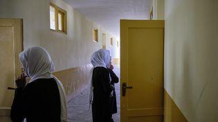 Des femmes dans une école en Afghanistan le 10 novembre 2019. (GUILLAUME PINON / HANS LUCAS / AFP)