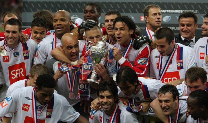 L'OL vainqueur du PSG (1-0 ap) en finale de la Coupe de France 2008 (PATRICK KOVARIK / AFP)