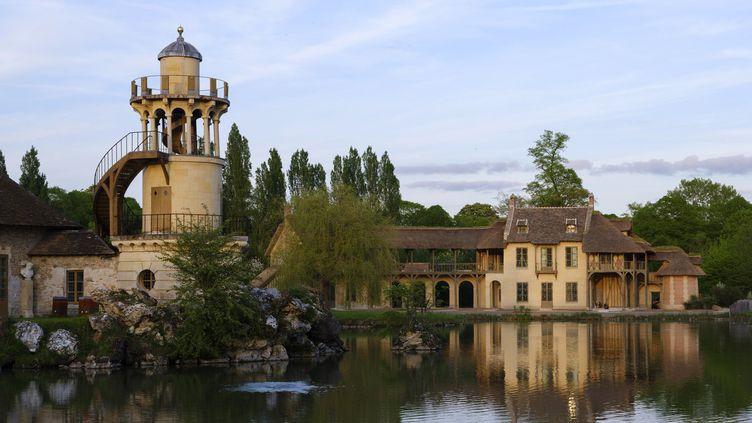La Maison de la Reine restaurée et la Tour de Malborough  (Château de Versailles )