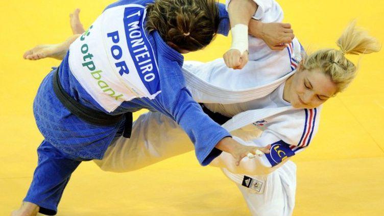 Automne Pavia championne d'Europe des -57kg (ATTILA KISBENEDEK / AFP)
