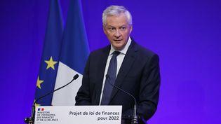 Le ministre de l'Economie et des Finances, Bruno Le Maire, présente le projet de loi de finances 2022, le 22 septembre 2021 à Paris. (THOMAS SAMSON / AFP)