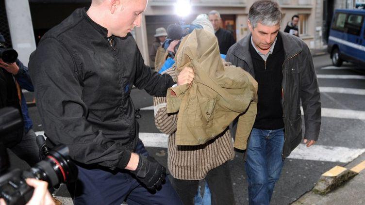 Jérémy Rimbaud, soupçonné d'avoir tué et tenté de manger le cœur et la langue d'un nonagénaire, arrive au tribunal de Pau (Pyrénées-Atlantique), vendredi 20 décembre 2013. (GAIZKA IROZ / AFP)