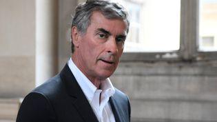 L'ex-ministre Jérôme Cahuzac à son arrivée au tribunal, à Paris, le 15 mai 2018. (ERIC FEFERBERG / AFP)
