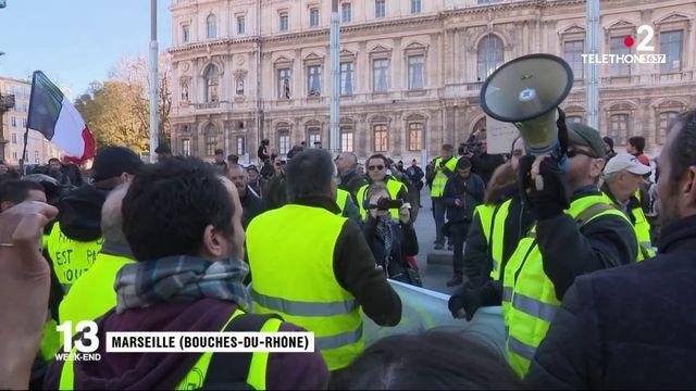 """""""Gilets jaunes"""" : 2 000 manifestants à Marseille"""