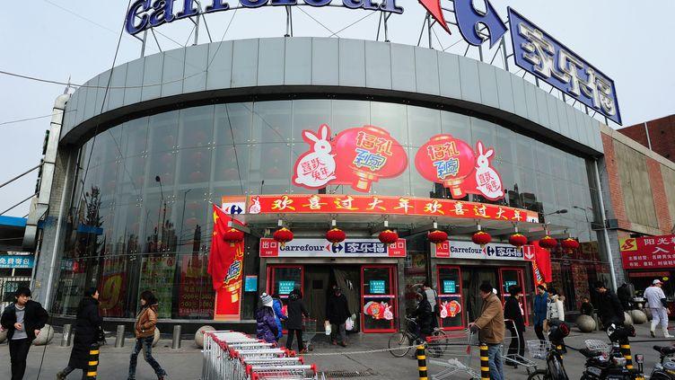 L'entrée d'un supermarché Carrefour à Pékin, en Chine, le 27 janvier 2011. (FREDERIC J. BROWN / AFP)
