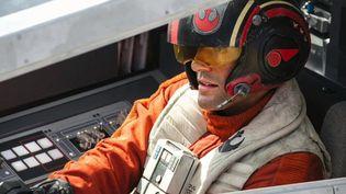 """L'acteur Osacr Isaac dans """"Star Wars : Le Réveil de la Force"""", qiu sortira le 18 décembre 2015 au cinéma. (WALT DISNEY PICTURES / LUCAS FILM)"""