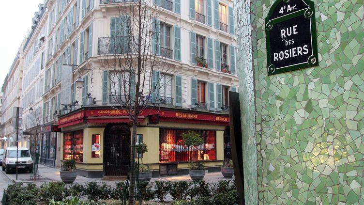 48 personnes, qui tentaient de se rendre rue des Rosiers (dans le 4e arrondissement de Paris), au cœur du quartier juif du Marais, ont été interpellées à leur sortie de la station Saint-Paul. (JACQUES DEMARTHON / AFP)