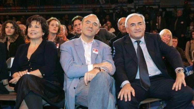 Anne Sinclair, Dominique Strauss-Kahn et Pierre Moscovici participent à un meeting à Cergy, le 26 novembre 2006. (AFP - Mehdi Fedouach)