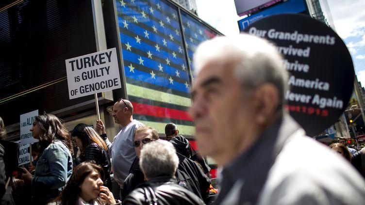 Manifestants lors de la commémoration du centenaire du génocide arménien, le 26 avril 2015 à New York, aux États-Unis. (REUTERS)