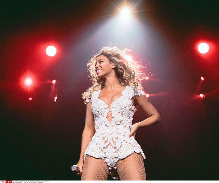 Beyoncé sur scène à Phoenix (Arizona), le 7 décembre 2013. (ROBIN HARPER / AP / SIPA)