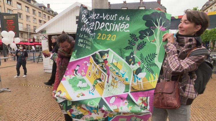 Des bénévoles et des auteurs mobilisés pour ces 25e rendez-vous de la BD d'Amiens. (L. Penichou / France Télévisions)