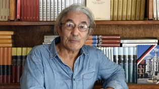 Boualem Sansal (ici en août 2015), comme Delphine de Vigan, fait partie des premières sélections des trois grands prix littéraires, Goncourt, Médicis et Renaudot.  (FAROUK BATICHE / AFP)