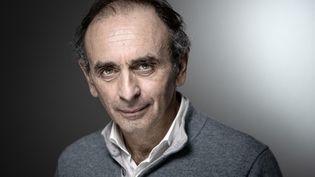 Eric Zemmour, le 16 mars 2019, lors d'une séance photo au Salon du livre à Paris. (JOEL SAGET / AFP)