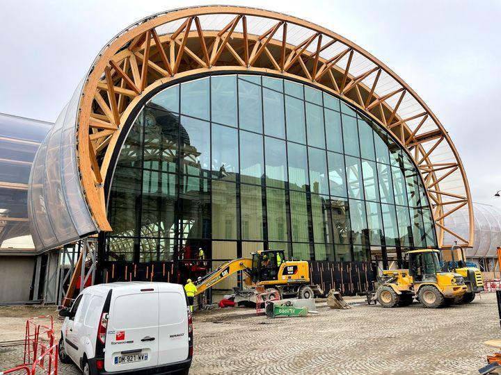 Façade principale du Grand Palais Éphémère, lundi 11 janvier 2021. (LOUIS LAFARGUE)