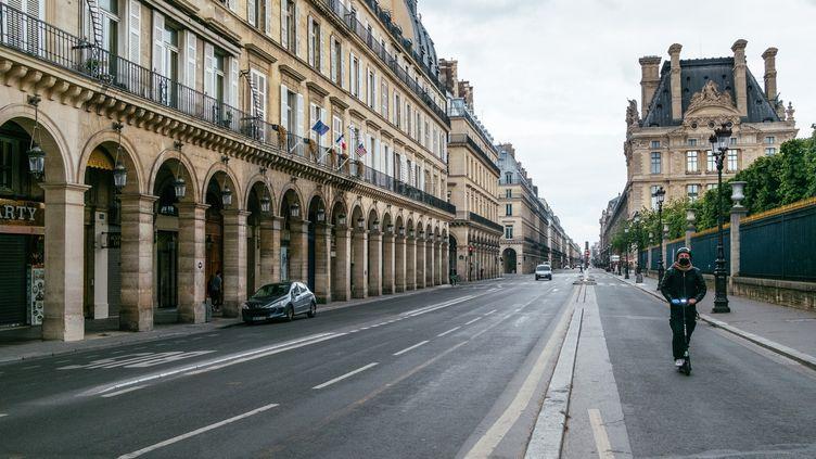 La rue de Rivoli vide, le 7 avril 2020 à Paris. (MATHIEU MENARD / HANS LUCAS)