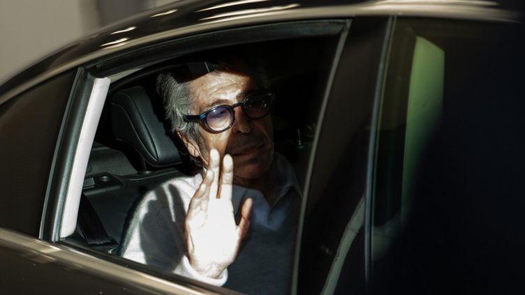 Le maire de Levallois-Perret (Hauts-de-Seine) Patrick Balkany à sa sortie de la prison de la Santé, à Paris, le 12 février 2020. (JEROME GILLES / NURPHOTO / AFP)