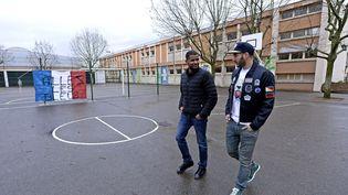 Karim Benzema dans son ancienne école de Bron, enmars 2015. (GUIOCHON STEPHANE / LE PROGRES / MAXPPP)