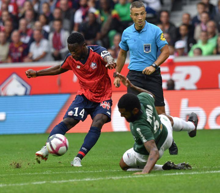 Le Lillois Jonathan Bamba intenable contre Saint-Etienne (DENIS CHARLET / AFP)