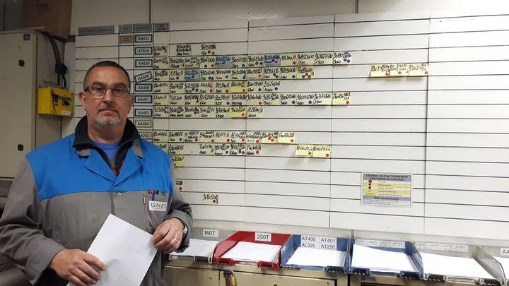 MichelMartin, agent de planning de l'atelier de presse de GM&S, en avril 2017. (ISABELLE RAYMOND / RADIO FRANCE)